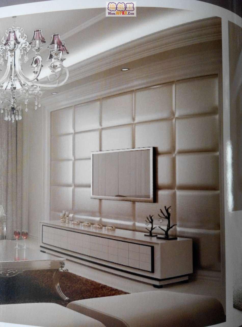 软包是指一种在室内墙表面用柔性材料加以包装的墙面装饰方法。 它所使用的材料质地柔软,色彩柔和,能够柔化整体空间氛围,其纵深的立体感亦能提升家居档次。除了美化空间的作用外,更重要是的它具有阻燃,吸音,隔音,防潮,防霉,抗菌,防水,防油,防尘,防污,防静电,防撞的功能。以前,软包大多运用于高档宾馆、会所、KTV等地方,在家居中不多见。而现在,一些高档小区的商品房、别墅和排屋等在装修的时候,也会大面积使用。